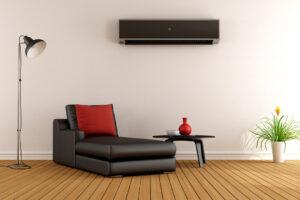Stue med en varmepumpe installeret